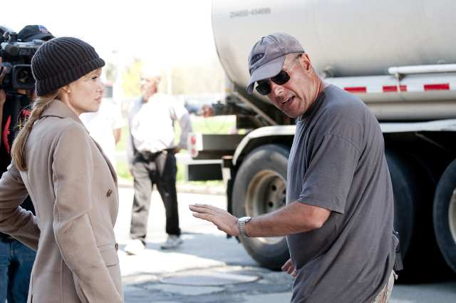 SUNDAY CALENDAR SNEAKS FOR MAY 2, 2010. DO NOT USE PRIOR TO PUBLICATION--------- On the set of Angelina Jolie and stunt coordinator Simon Crane on the set of the movie Salt.
